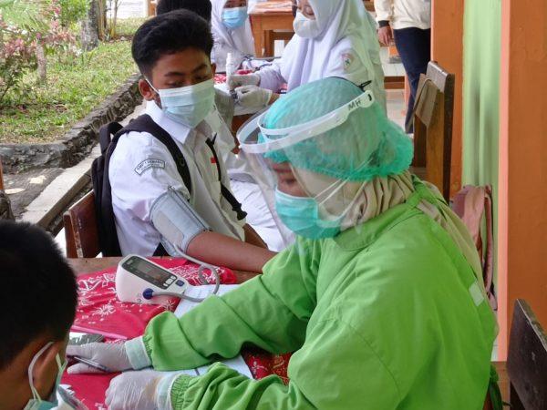 Vaksinasi Covid-19 Siswa SMP Negeri 1 Semanu